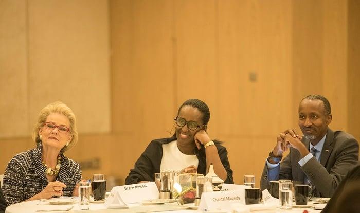 Madame Jeannette Kagame hamwe na Mrs Grace Nelson umwe mu bari bahagarariye abaturutse mu mahanga (Sisters