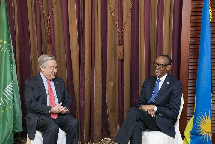 Perezida Paul Kagame uri gusoza manda y'umwaka umwe ku buyobozi bwa AU hamwe na Antonio Guterres uyoboye UN