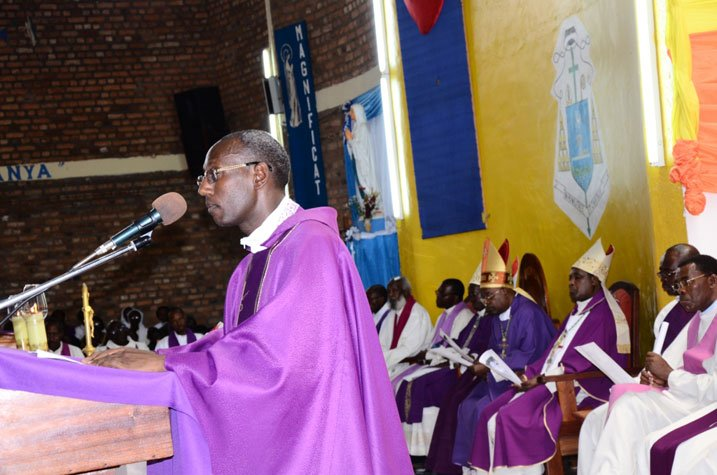 http://kigalitoday.com/IMG/jpg/Padiri-Rwakabayiza-Dieudonne-avuga-ibyurupfu-rwa-mugenzi-we-Nambaje.jpg