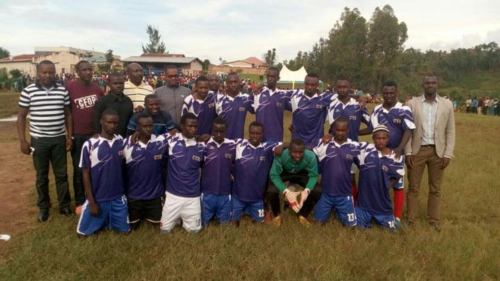 Nyaruguru:Busanze na Kibeho zegukanye ibikombe mu marushanwa Umurenge Kagame Cup #Rwanda via @kigalitoday