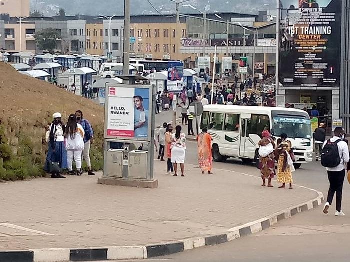 Hari abagenzi muri Kigali basanze kubona imodoka aho zitegerwa bitaza kuborohera bahitamo kwigendera n