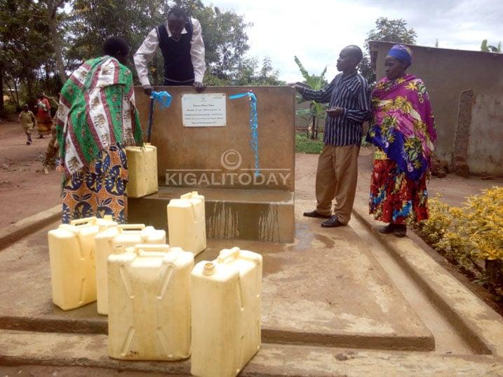 Gatsibo: Abaturage ibihumbi 25 baruhutse kuvoma ibiziba #Rwanda via @kigalitoday