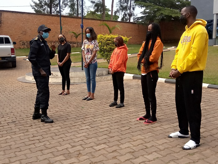 CP Kabera arababaza impamvu bagenzi babo batarimo gushaka kwishyikiriza polisi ngo bisobanure