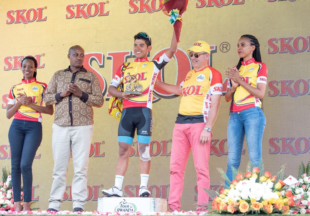 Edwin Alcibiades Ávila Vanegas wa Israel Cycling Academy yambitswe umwenda utangwa na Skol nk'uwegukanye agace