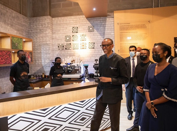 Perezida Kagame yasuye aho u Rwanda rumurikira i Dubai