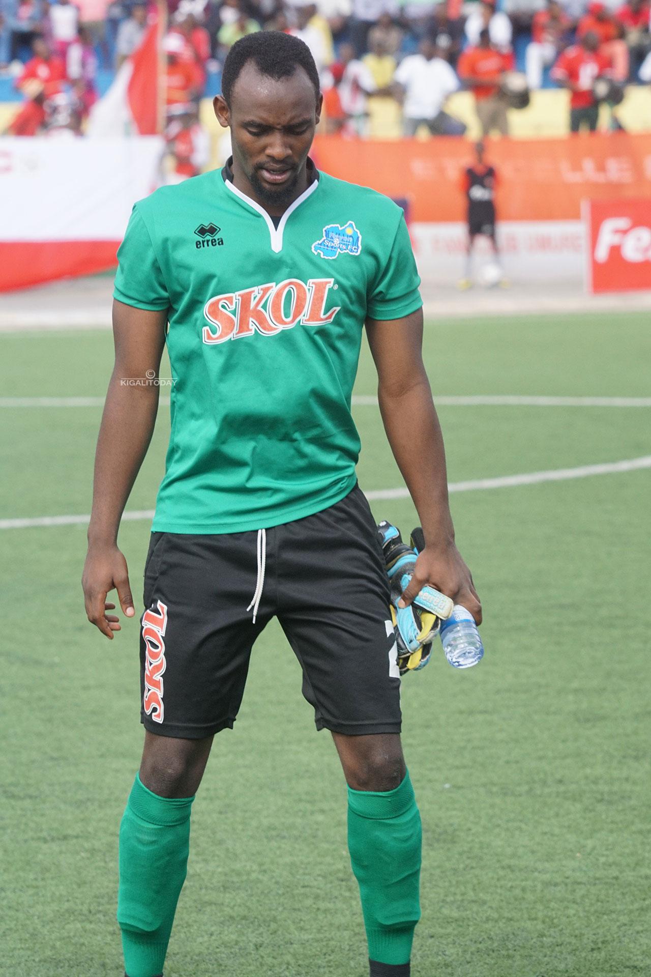 Kassim Nzayisenga wari wahawe amahirwe yo kubanza mu izamu, gusa aza kuvunika avamo umukino utarangiye