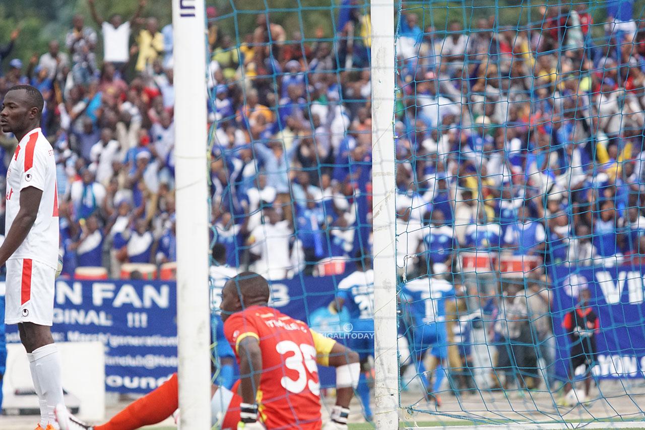 Umunyezamu wa Etincelles ubwo yatsindwaga igitego cyo kwishyura cya Rayon Sports