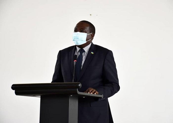 Guverineri Gatabazi yasabye abayobozi kwirinda kwirara bagaharanira gufasha abaturage