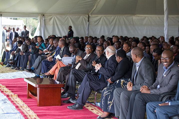 Guhindura ubuzima bw'abantu ntacyo bwaba bumaze-perezida kagame