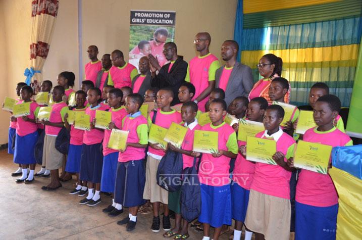 Imirimo yo mu rugo iracyaharirwa abakobwa bikabadindiza mu masomo #Rwanda via @kigalitoday