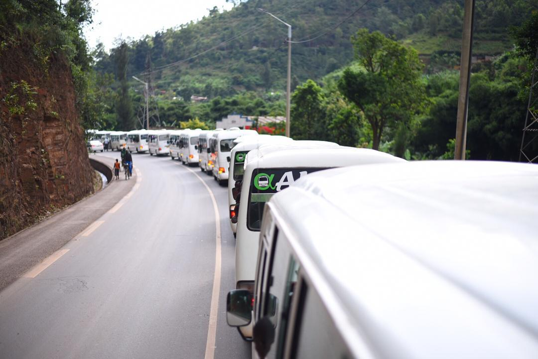 Imodoka nyinshi zahagurutse i Kigali ku mugoroba wo ku wa gatandatu zijyanye i Nyanza abagiye kwibuka imiryango yazimye