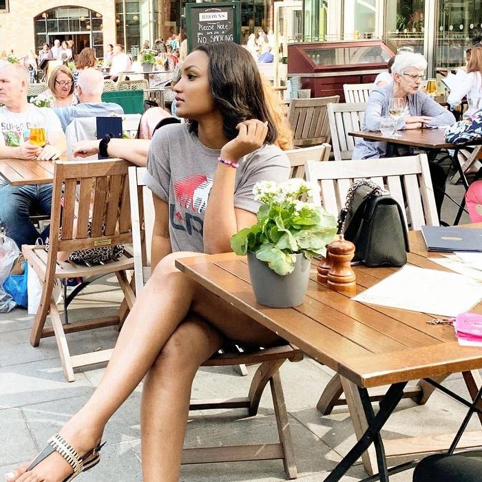 Kate Bashabe aha yari muri Restaurant yo mu mujyi wa Liverpool