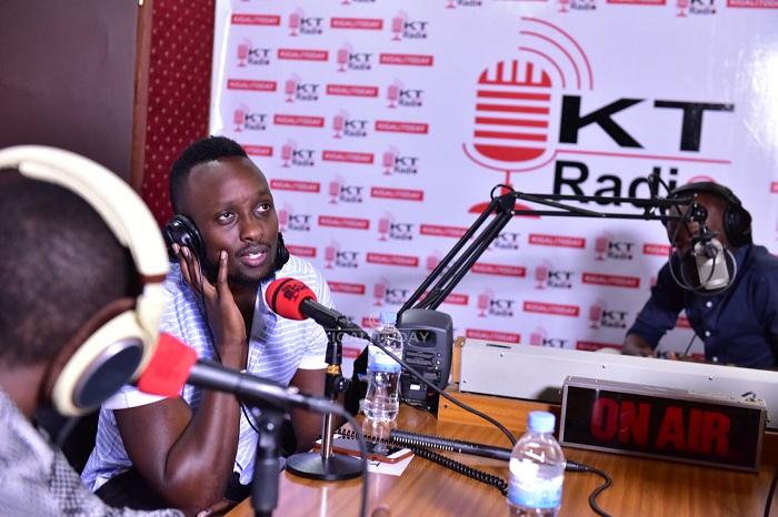 Umuhanzi Ngabo Medard muri studio za KT Radio mu mpera za 2018