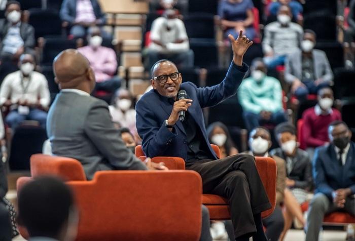 Perezida Kagame ubwo yaganiraga n