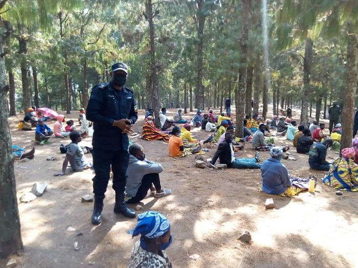 Umuyobozi wa Polisi mu Karere ka Ruhango yabagejejeho ubutumwa bwo kwirinda kuza gusengera kuri uyu musozi