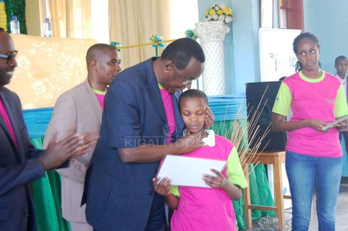 Abana b'abakobwa baributswa gukoresha amahirwe bahawe mu burezi #Rwanda via @kigalitoday