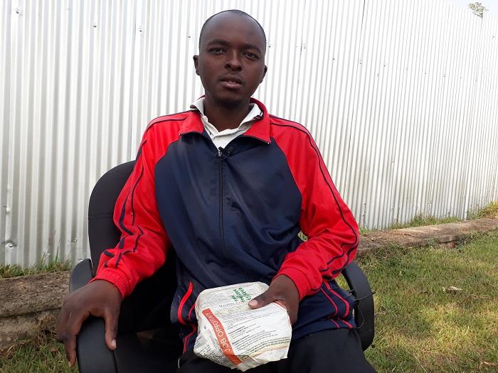 Uwingenzi Jean Berchmas avuga ko yakubitiwe muri Uganda kugeza ubwo adashobora kwicara neza kubera ibisebe bamuteye